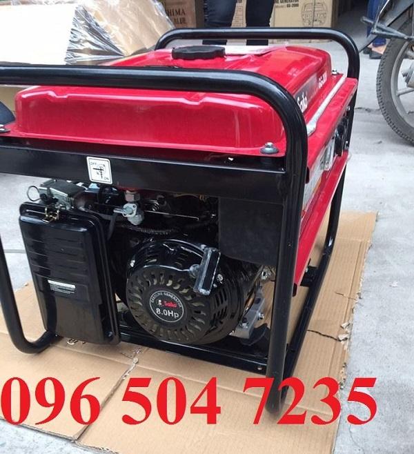 Trước khi khởi động máy, cần kiểm tra nhiên liệu để đảm bảo máy hoạt động tốt