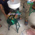 Máy xay nghiền vỡ hạt ngô mini gia đình giá rẻ thành 2-3 mảnh